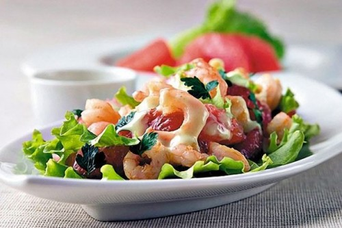 7 Recipes for everyday light salad with shrimp