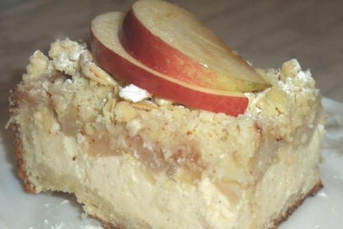 Flavored cake with apples and cheese