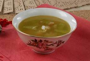 Soup with crab meat and cucumber