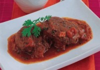 Diet beef chops with tomato sauce