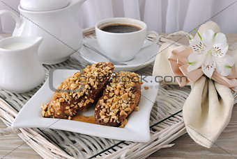 French toast with walnuts