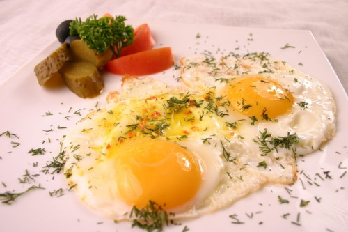 Fried eggs in Romanian