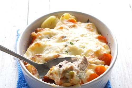 Gratin with pork, potatoes and carrots