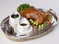 The roast goose with apples, raisins and honey