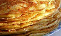 Egg-sour cream pancakes