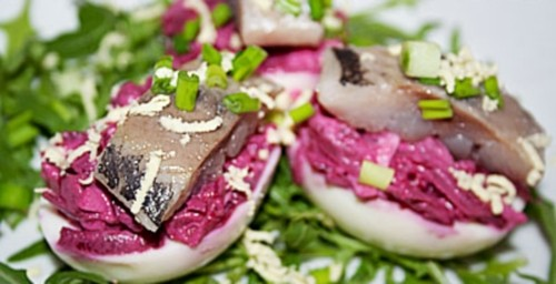 Eggs stuffed with herring and beets