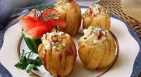 Potatoes stuffed with ham and cheese