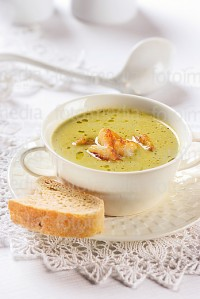 Cream soup with prawns