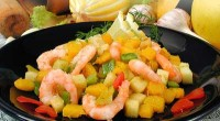 Shrimp with zucchini and curry