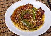 Chicken wings with rice noodles