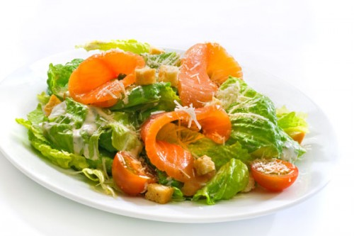 Easy and delicious: 6 recipes salads with salmon