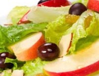 Light salad with hot apples