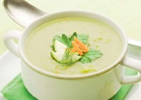 Light soup with green peas