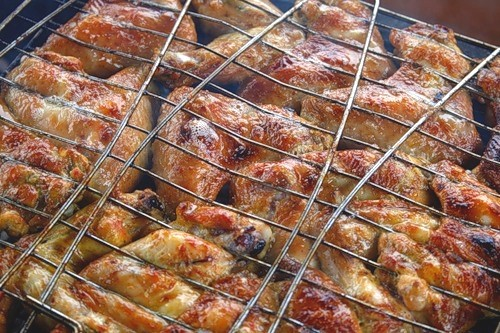 Summer menu: chicken wings on the grill