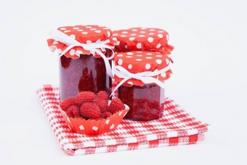 Raspberry jam - a natural doctor and delicious desserts