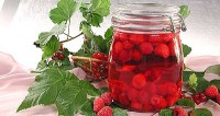 Raspberry compote with red currant juice