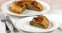 Meat pie in puff pastry