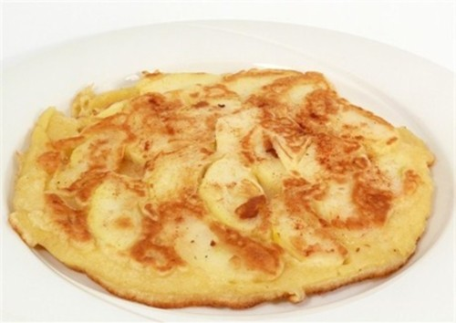 Omelette with sweet apples
