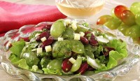 Vegetable salad with grapes and cheese