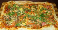 Pizza fast on puff pastry
