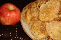 Apple pies with sesame seeds