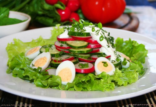 Daily salad with chicken egg: hearty and very simple