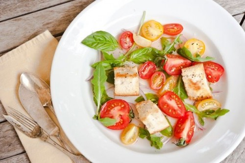 Daily salads with tomatoes: 7 quick recipes