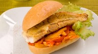 Fish sandwich with peppers