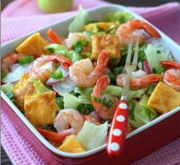 Shrimp salad with radish and cheese omelette