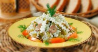 Salad of cod liver with rice and eggs