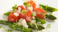 Salad with tomatoes and asparagus