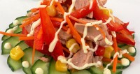 Tuna salad with tomatoes and banana