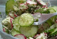 Salad with cottage cheese, carrots and raisins