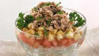 Cocktail salad with tuna and banana