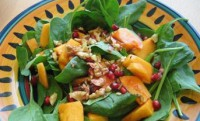 An easy salad with persimmons and nuts
