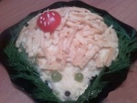 New Year's salad with chicken and cheese