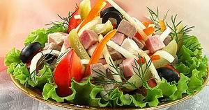 Vegetable salad with cold cuts