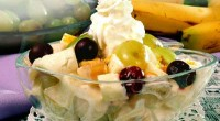 Salad with fruit and cheese