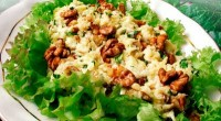 Salad with walnuts and cheese