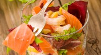 Salad with smoked salmon and nuts