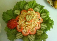 Salad with red caviar and squid