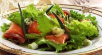 Salad with greens and smoked salmon