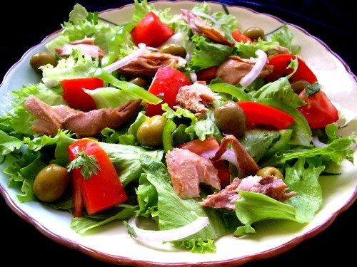 Salads with canned tuna: 8 recipes