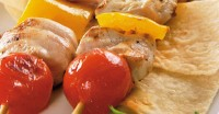 Skewers with chicken and cherry tomatoes