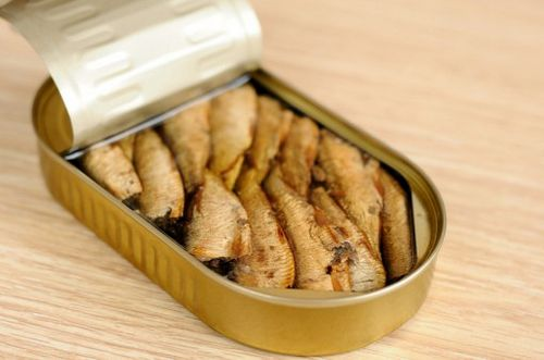 Sprats in oil. Recipe for potato cakes with sprats