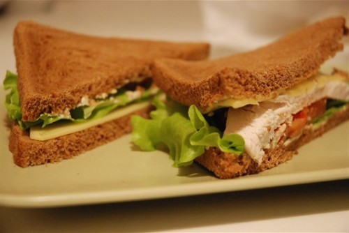 Sandwiches with chicken: 4 delicious recipes