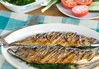 Mackerel with mayonnaise marinade over charcoal