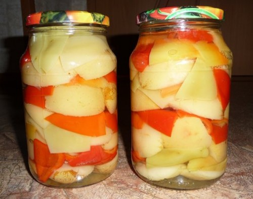Sweet pepper and cinnamon and apples