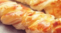 Puff braids with chicken and cheese for a picnic
