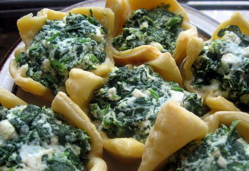 Puff buns with spinach